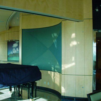 Valmistamiani seinäelementtejä, ovia ja kaapistoja Freedom luokan risteilijässä. Sycamore + alumiini kennolevy. Näitä tein kolmeen laivaan